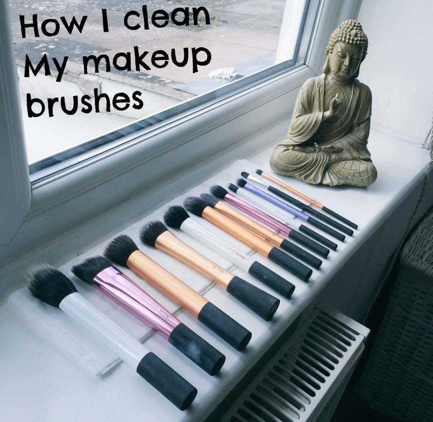 How I clean my makeup brushes ! + Review